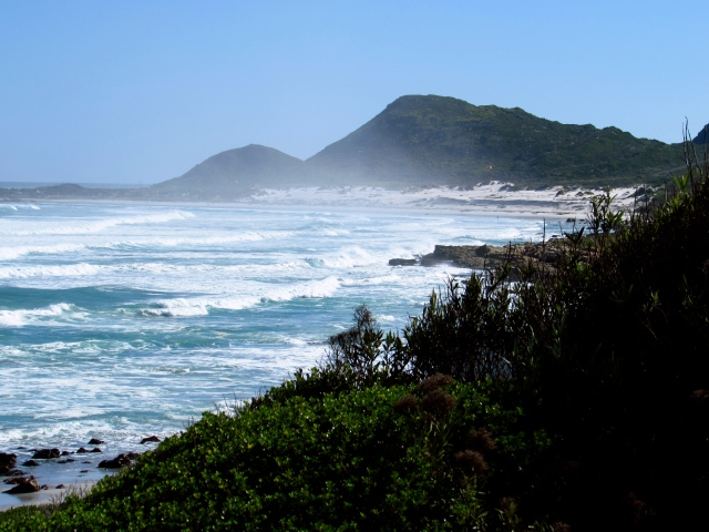 The constant, calming sound of crashing waves at Misty Cliffs