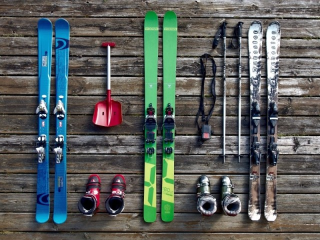 skis-winter-sport-skiing-holiday