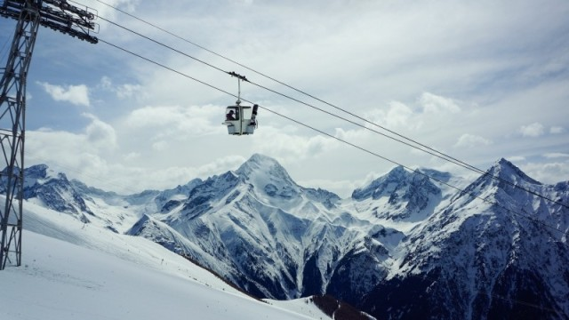 snow-peak-chairlift-wires